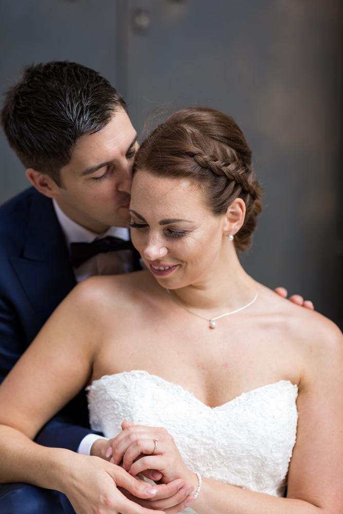 Brautpaar am Kuscheln